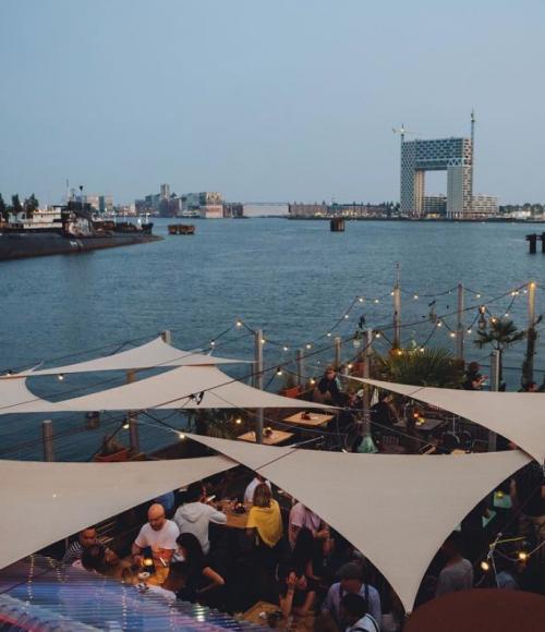 Borrelen op een boot in Amsterdam Noord: Noorderschip