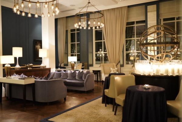 heus geen hoge drempel: na 9 uur loungen in Waldorf Astoria Amsterdam