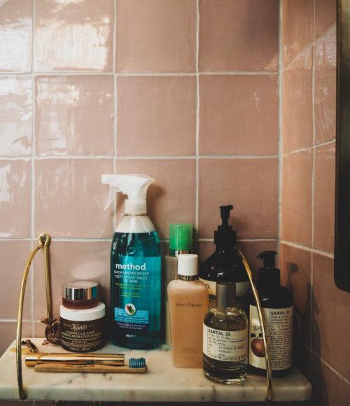 Method: schoonmaakmiddelen op basis van natuurlijke ingrediënten in knappe flessen