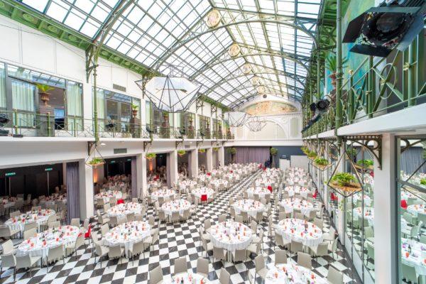 Arabisch tafelen in de verborgen parel van hartje Amsterdam: de wintertuin van Hotel Krasnapolsky
