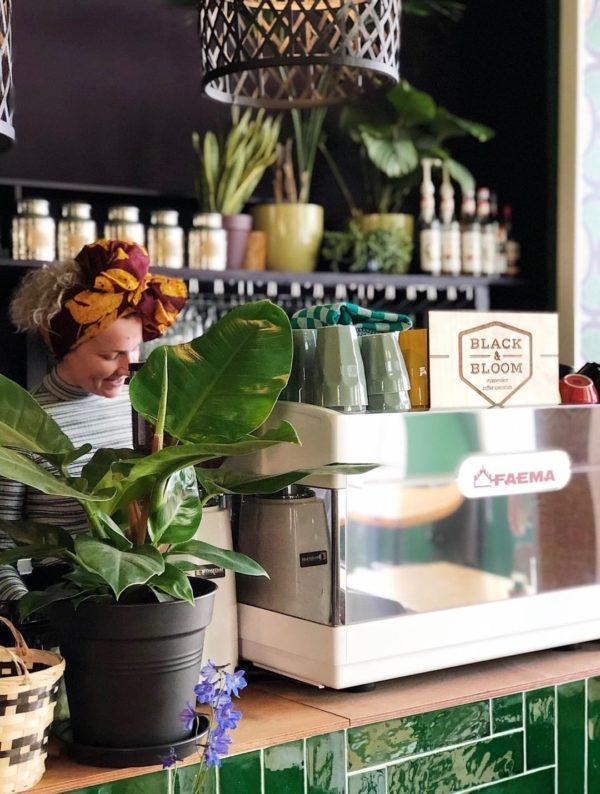 Als je maar heel even hebt in Groningen, ga dan naar deze koffie- en lunchroom: De Groene Stoel Groningen