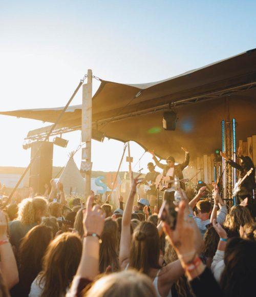 Surf vibes all over: het Surfana Festival! De nieuwe data staan vast (4 t/m 6 september) en we mogen kaarten weggeven!