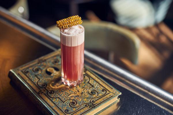 Vrijdagavond vraagt om de jongste cocktails van onze favoriete bar in Amsterdam: Pulitzer's Bar Amsterdam