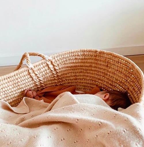 Een kraammand samenstellen: alleen de mooiste newborn goodies