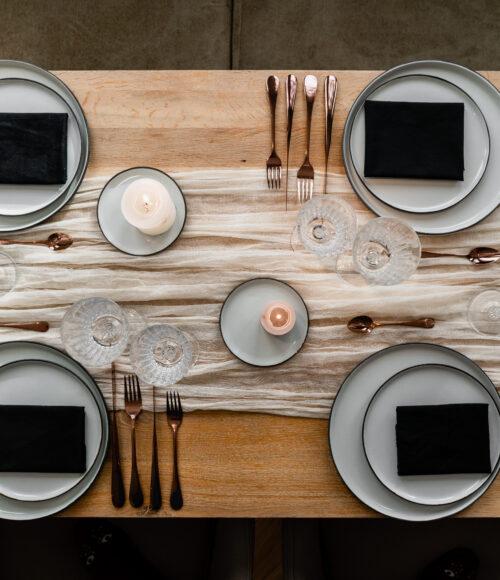 Van een knappe Kersttafel kun je wel eten! Check de Styling Boxen van Myrthe Regelt Het