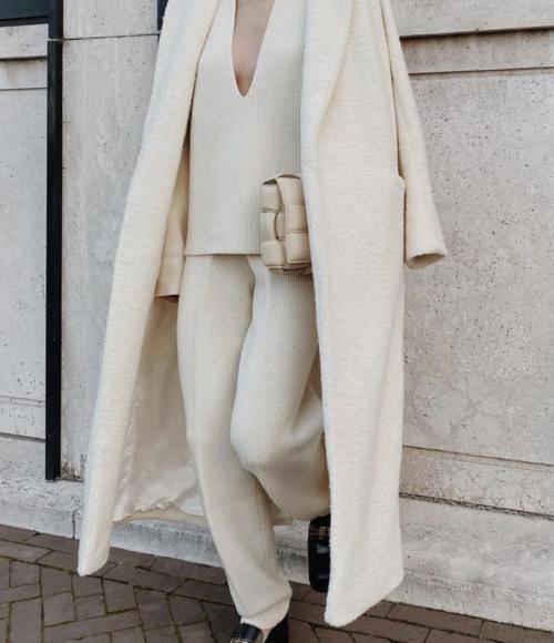 De allerlekkerste én fashionable joggingpakken voor de winterdagen waarmee je de deur uit wilt