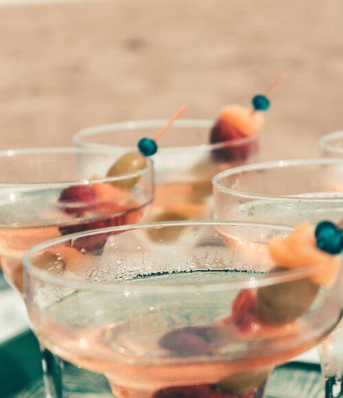 Mixen, shaken, schenken! Tips om je eigen cocktails at home te maken (of bestellen)