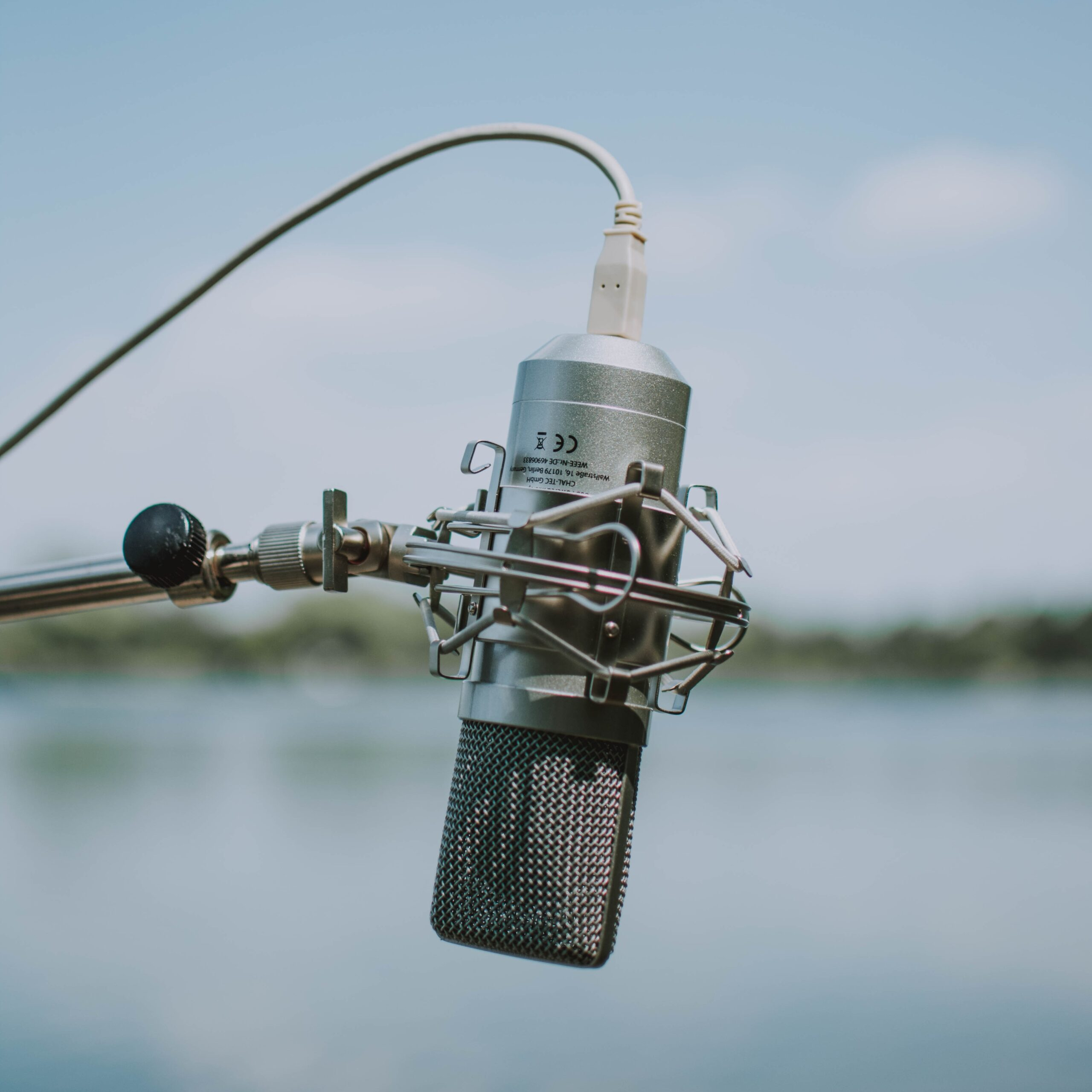 Koptelefoon op en bingeluisteren maar: dit zijn onze favoriete podcasts